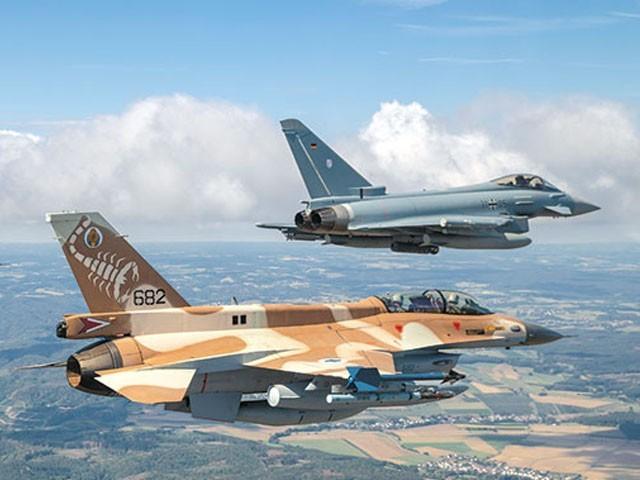 ایران پر حملوں کی سیاسی حکومت سے منظوری کا انتطار ہے، اسرائیلی فوج (فوٹو: فائل)