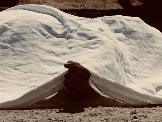 امام مسجد کی لاش کو مردہ خانے پوسٹمارٹم کے لئے مردہ خانے منتقل کردیا گیا پولیس فوٹو: فائل