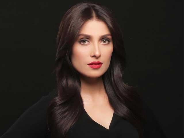 میں کبھی بھی فالوورز کی تعداد میں اضافہ نہیں کرتا ، عائزہ خان فوٹوانسٹاگرام