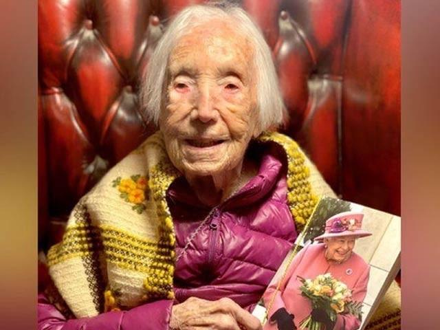 برطانیہ کی 110 سالہ مسز ہاکنز جنگ عظیم اول 7 سال کی زندگی میں (فوٹو ، فائل)