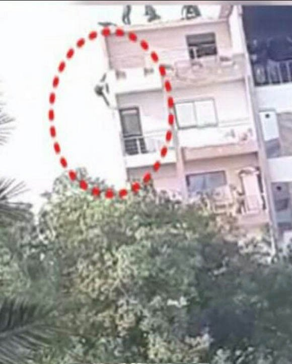 Karachi Gulshan iqbal mother daughter fall six floor building 2