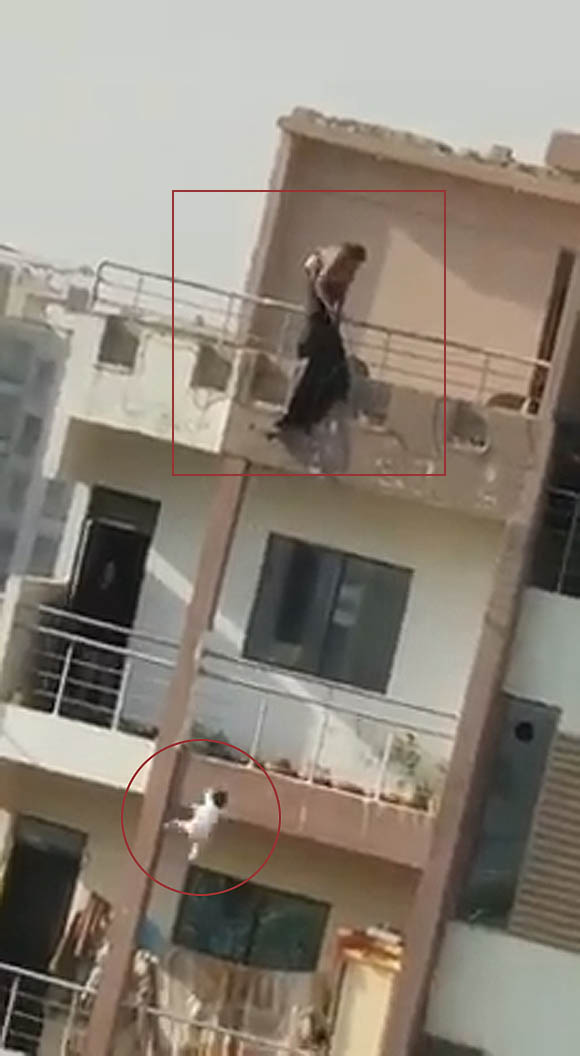 Karachi Gulshan iqbal mother daughter fall six floor building 4