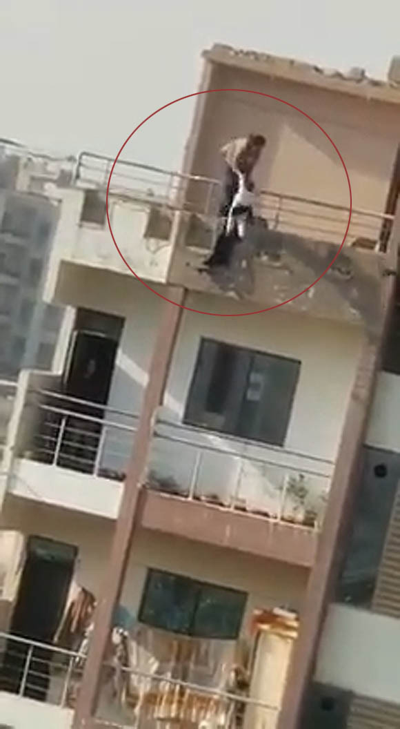 Karachi Gulshan iqbal mother daughter fall six floor building 5