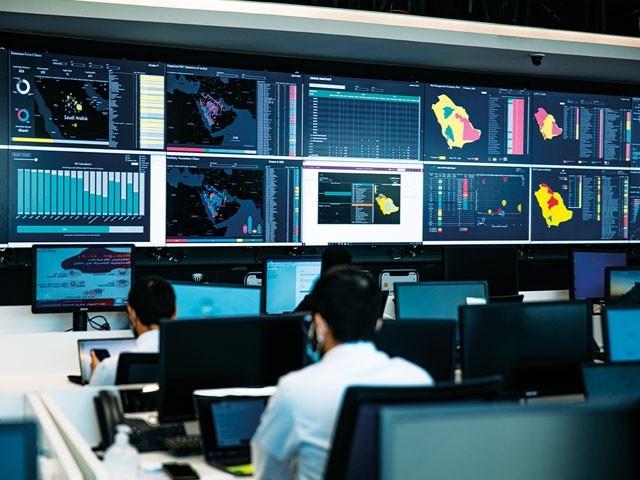 یہ سینٹر 2030 سے لے کر 15 ہزار سالانہ ڈیٹا اور مصنوعی ذہانت کے ماہرین تیار ہوتے ہیں ، فوٹو: فائل