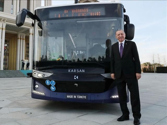 برقی بس کو AC کے ذریعے 5 اور DC کے ذریعے 3 گھنٹوں میں چارج کیا جا سکتا ہے، فوٹو : ترک میڈیا