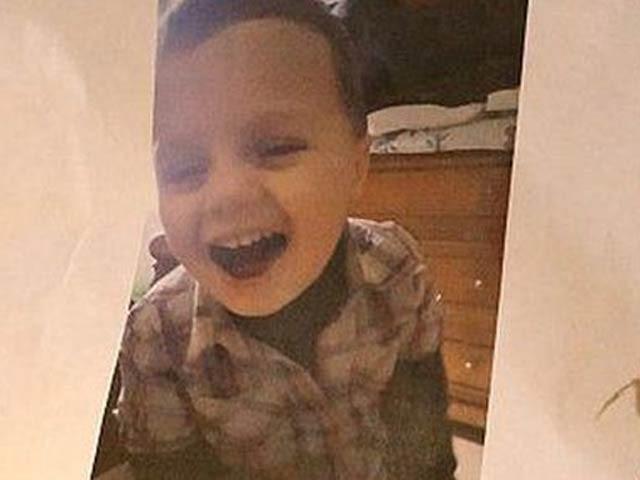 تین سالہ ٹونی کو اس کی ماں کے دوست نے بے دردی سے قتل کردیا تھا (فوٹو، اے ایف پی)
