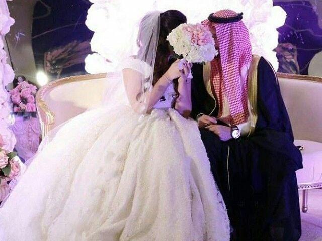 پرانی سہیلی سے ملاقات کے دوران شوہر کا دوسرا انکشاف ہوا ، فوٹو: فائل