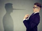 فرانس کی سوربون یونیورسٹی نے صرف آواز کے اتار چڑھاؤ سے جھوٹ بولنے کا پتا لگانے پر تحقیق کی ہے۔ فوٹو: شٹراسٹاک