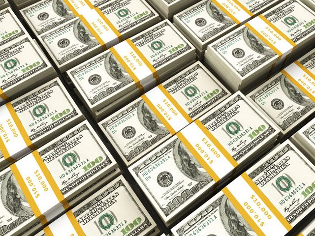 انٹربینک مارکیٹ میں ڈالر کی قدر 159روپے 30پیسے کی سطح پر بند ہوئی۔ فوٹو:فائل