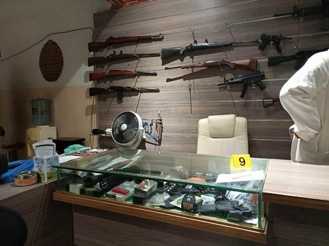ہتھیار مرمت کرنے والی دکان میں نقب زنی کرنے والے ملزمان پستول اور نقدی لے اُڑے(فوٹو، فائل)