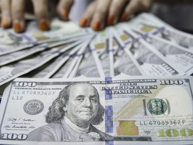 انٹربینک مارکیٹ میں ڈالر کی قدر اتارچڑھاؤ کے 159روپے 07 پیسے کی سطح پر بند ہوئی۔ فوٹو:فائل