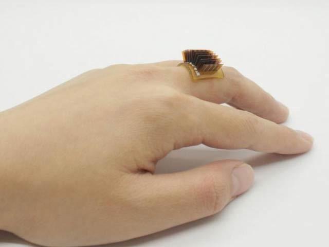 یونیورسٹی آف کولاراڈو کی تھرمالیکٹرک انگوٹھی انسانی جلد کی گرمی سے ایک والیٹ تک بجلی کی تعمیر کا کام ہے۔  فوٹو: جامعہ کولاراڈو