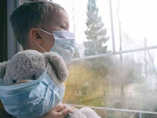 بچوں میں بھی کورونا ویکسین کے ٹرائل کا آغاز ہوگیا ہے، فوٹو : فائل