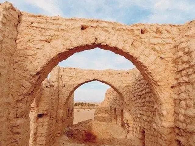 اس گاؤں کو چشموں، کھجوروں اور پہاڑوں کا علاقہ کہا جاتا ہے، فوٹو : العربیہ
