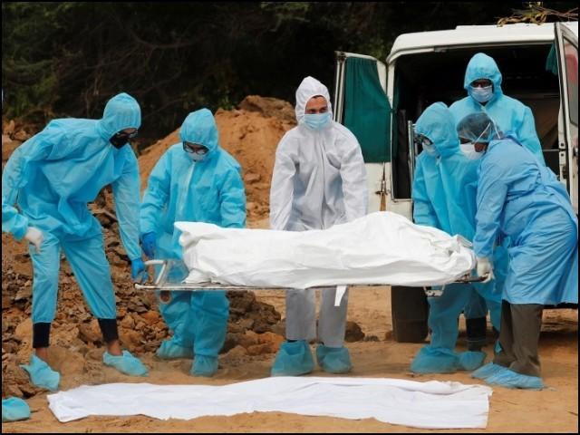 کووڈ 19 کی عالمی وبا سے اب تک 11 کروڑ سے زیادہ افراد متاثر ہوچکے ہیں جن میں تقریباً پچیس لاکھ اموات بھی شامل ہیں۔ (فوٹو: انٹرنیشنل ریڈ کراس)
