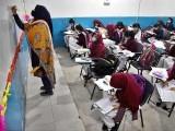 نجی اسکولوں میں بچوں کے درمیان فاصلہ رکھنا لازمی ہے ، سعید غنی فوٹو: فائل