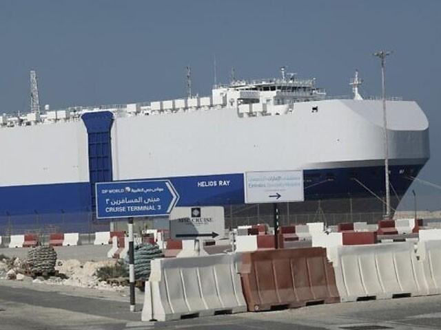 جہاز کو مرمت کے لیے دبئی ایئرپورٹ پر لنگر انداز کیا گیا ہے، فوٹو : اے ایف پی
