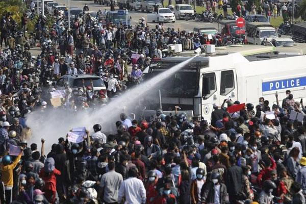 Mayanmar Protes 4  killed