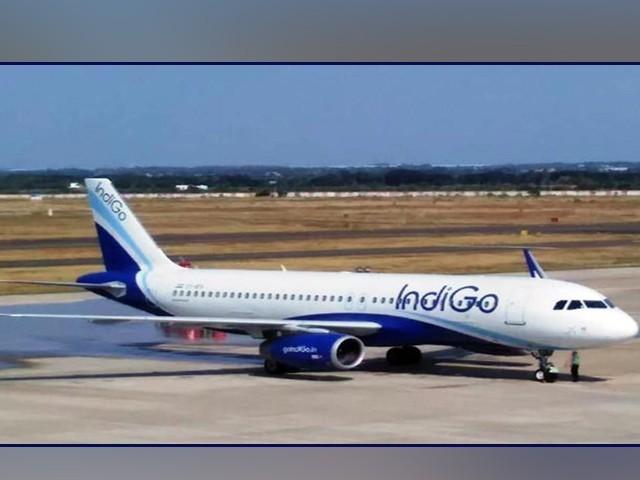 طیارے کی لینڈنگ سے پہلے ہی مسافر جاں بحق ہوگیا تتھا، حکام فوٹو: فائل