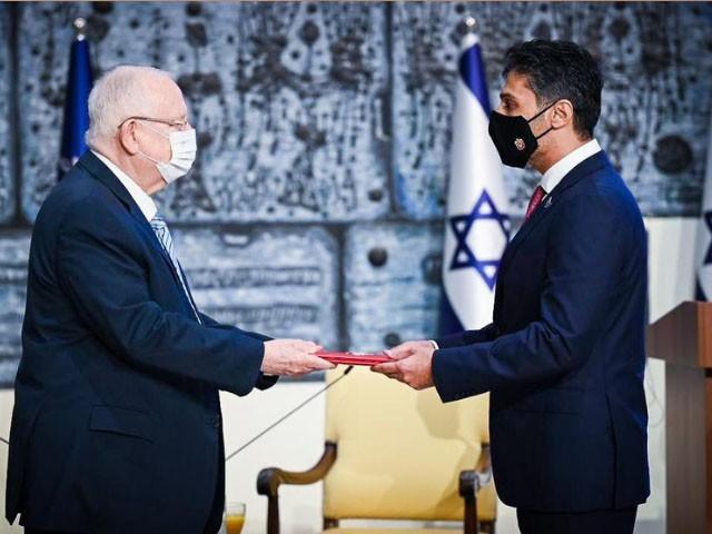 اماراتی ایلچی نے اسرائیلی صدر کو اپنی اسناد پیش کیں، فوٹو : ٹوئٹر