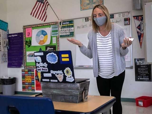 امریکا کی تمام ریاستوں میں ہراستاد کوکم از کم کورونا وائرس ویکسین کی ایک خوراک مارچ کے آخر تک دی جائے گی
