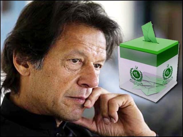 خان صاحب کو اپنی عزت کی خاطر اعتماد کا ووٹ لینے کی ضرورت محسوس ہوئی۔ (فوٹو: فائل)