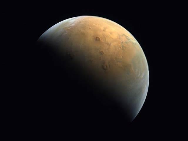مریخ کے مدار میں زیرِ گردش مشن تیان وین ون کی جانب سے لی گئی خوبصورت تصویر جمعرات کو موصول ہوئی ہے۔ فوٹو: سی این ایس اے