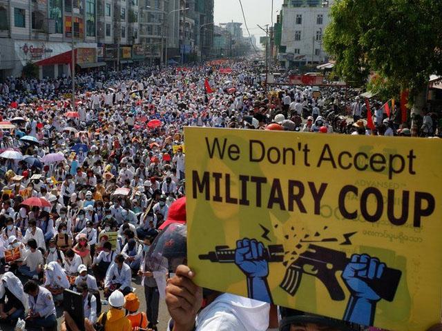 فوجی بغاوت کے خلاف مظاہروں میں ہلاک ہونے والوں کی تعداد 70 سے تجاوز کرگئی، فوٹو : رائٹرز