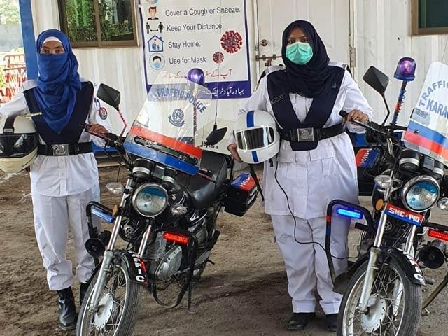 ٹریفک زون ساؤتھ اور ایسٹ سے تعلق رکھنے والی خواتین اہل کاروں کو خصوصی تربیت بھی فراہم کی گئی (فوٹو، فائل)