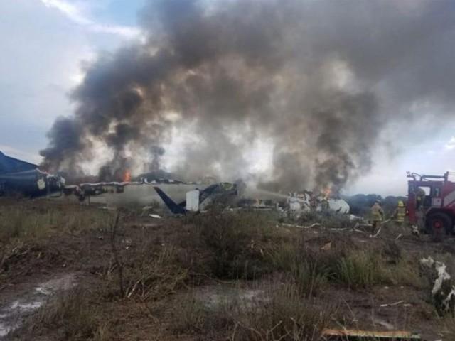 طیارہ ٹیک آف کے کچھ ہی دیر بعد زمین پر گر کر تباہ ہوگیا۔ فوٹو : فائل