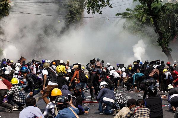 Mayanmar Protestor 2