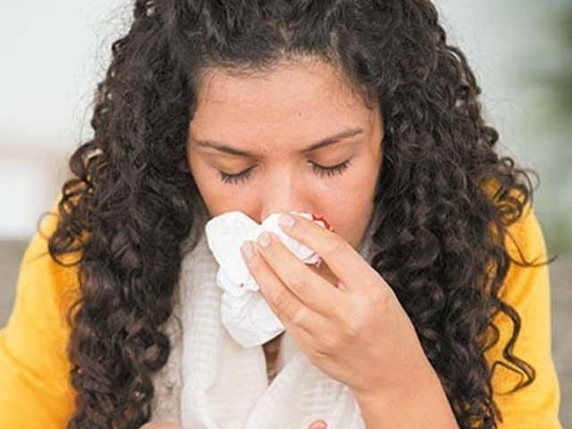 ہیٹ ویوز، ہوا میں نمی کی مقدار کم ہونے اور گرد آلود ہوائیں چلنے سے ناک سے خون بہنے اور ہونٹ پھٹتے ہیں، ماہرین صحت