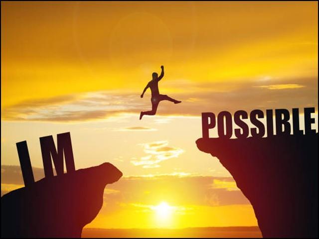 بہت سے لوگ اپنی لگن اور کوششوں سے ناممکن کو بھی ممکن بنادیتے ہیں۔ (فوٹو: انٹرنیٹ)