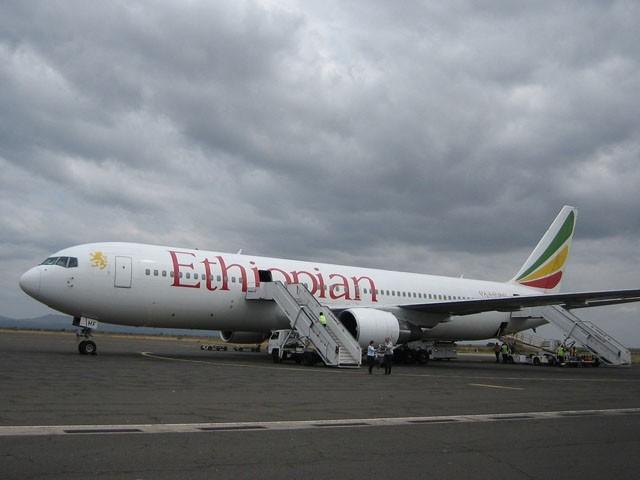 پائلٹ نے طیارہ اصل ایئرپورٹ سے 15 کلومیٹر دور زیر تعمیر ہوائی اڈے پر اتار دیا، فوٹو : فائل
