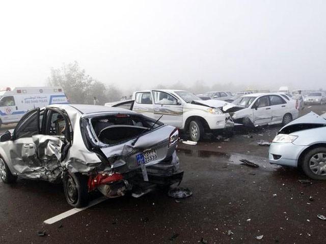 حادثے میں ایک خاتون زخمی بھی ہوئیں، فوٹو: فائل