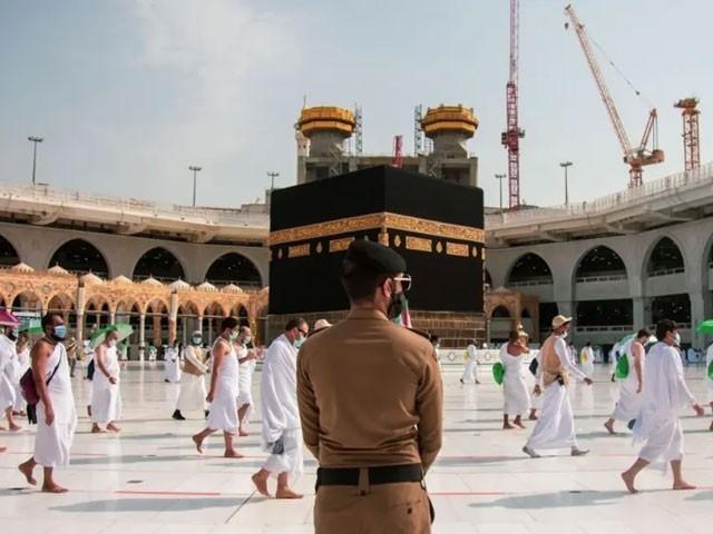 مسجد الحرام اور مسجد نبوی میں نماز ادا کرنے کیلیے بھی حکومتی اجازت نامہ درکار ہوگا - فوٹو: اے ایف پی