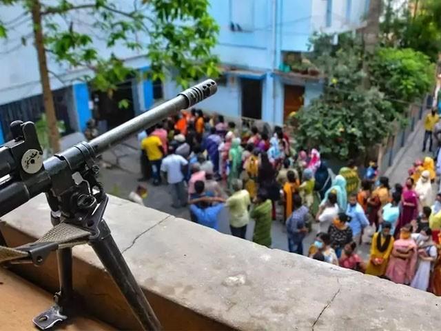 فائرنگ سے درجنوں افراد زخمی بھی ہوئے، فوٹو: بھارتی میڈیا
