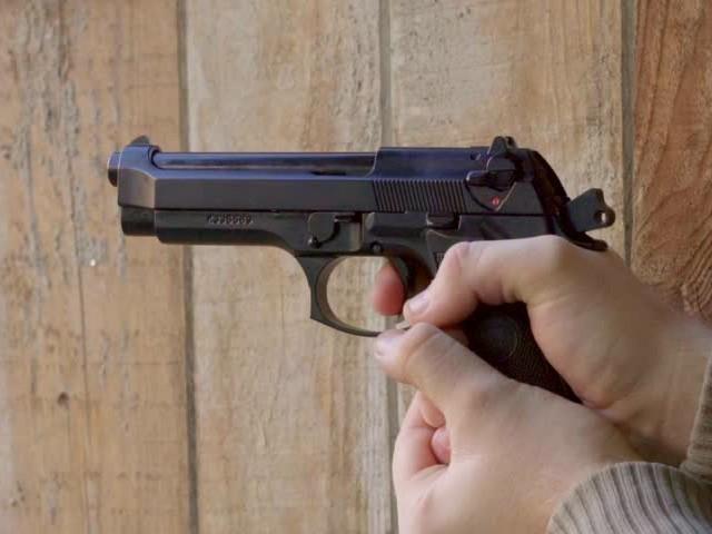 ملزمان نے گزشتہ رات گھر میں زبردستی  داخل ہو کر فائرنگ کی، ایمان ملک۔