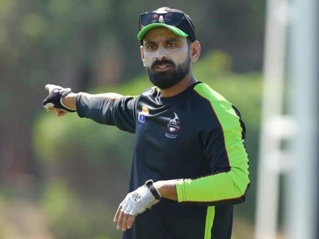 محمد حفیظ نے اپنے رنز کی تعداد 2336کرلی، وہ دنیائے کرکٹ کے نمایاں اسکوررزکی فہرست میں پانچویں نمبر پر آگئے ہیں۔ فوٹو: فائل