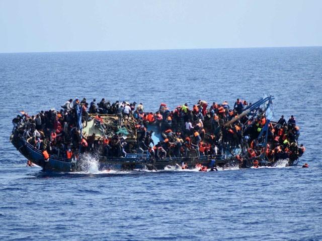 ڈوب کر ہلاک ہونے والوں میں خواتین اور بچے بھی شامل ہیں، فوٹو: فائل