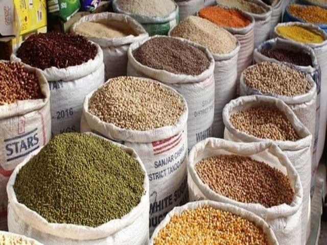 کم آمدنی والے افراد کا حکومت سے اشیائے خورد و نوش کی قیمتوں میں کمی کا مطالبہ ۔ فوٹو : فائل