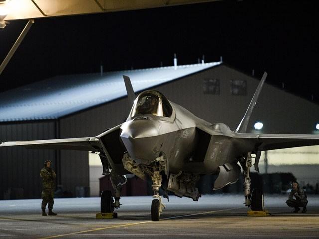 F-35 استیلتھ ٹیکنالوجی سے لیس جدید ترین طیارے ہیں (فوٹو: ٖفائل)