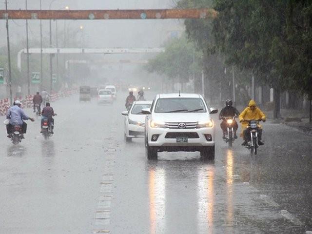 اگلے 4سے 5روز کے دوران بارشیں ہون گی، آندھی اورژالہ باری کا بھی امکان . فوٹو : فائل