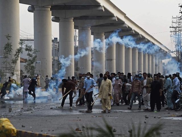 تحریک لبیک پاکستان کے کارکنوں کے احتجاج کا ایک منظر (فوٹو: فائل)