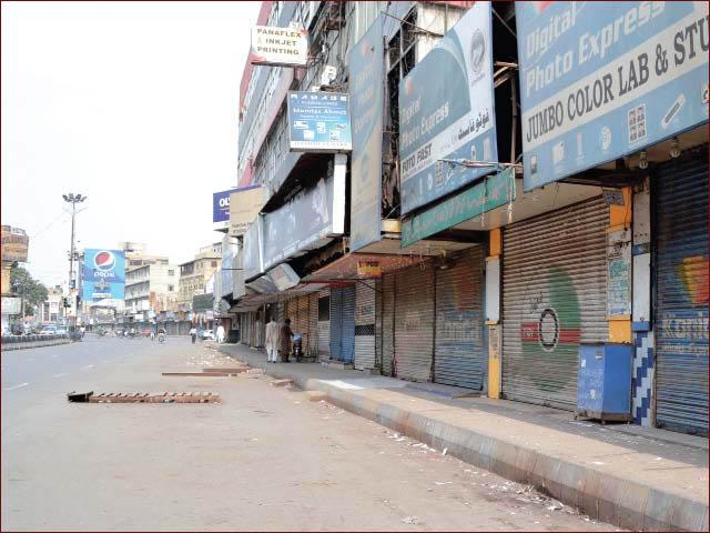 لاہور واقعے کے خلاف آج شہر بھر میں دکانیں بند رہیں گی جب کہ ٹرانسپورٹ بھی نہیں چلے گی (فوٹو : فائل)
