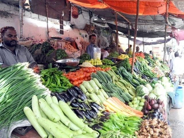 مرغی کا گوشت 500 روپے، امرود 250 روپے، کیلا 150 روپے درجن اور لیمو400 روپے کلوفروخت کیا جانے لگا