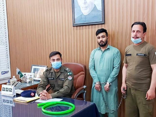 پولیس نےبچے کے والد محمد نوید کو گرفتار کرکے مقدمہ درج کرلیا۔ فوٹو : ایکسپریس