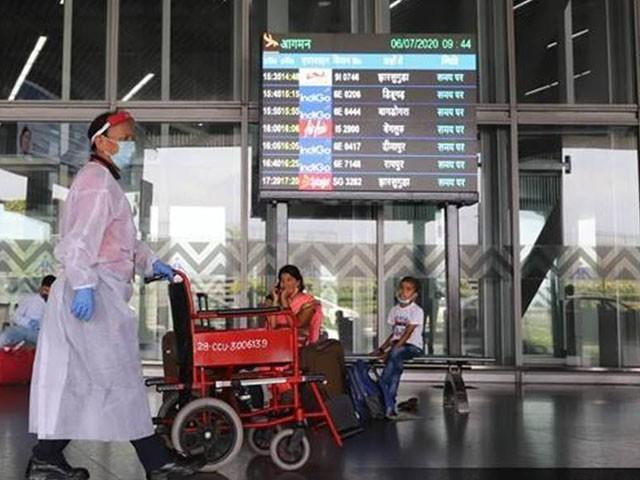 پاکستان اور فلپائن پر بھی سفری پابندی عائد کی گئی ہے، فوٹو: فائل