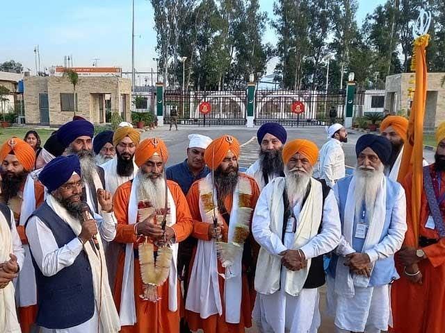 راہداری 72 برسوں کی دعاؤں کے بعد کھولی گئی لیکن بھارت نے اسے دوبارہ بندکردیا،سکھ برادری فوٹو: ایکسپریس