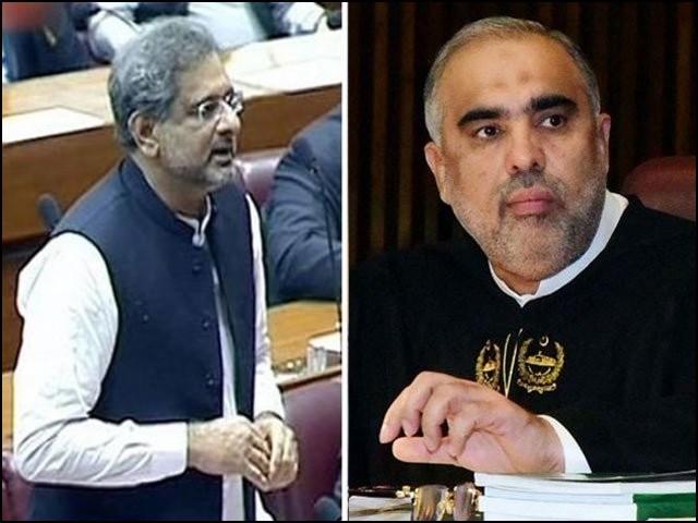 دوران اجلاس شاہد خاقان نے اسپہکر قومی اسمبلی کو جوتا مارنے کی دھمکی دی۔ (فوٹو: فائل)
